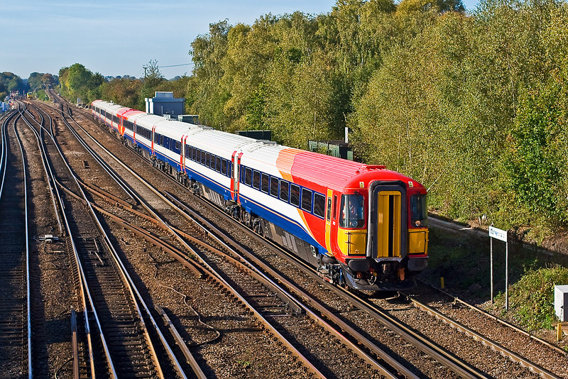 18th Oct 07:  'Wessex' units 2402 & 2401 at Worting Junction on the first of the two return trips from Eastleigh to Basingstoke