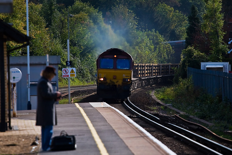18th Oct 07:  66144 powers through the station with a CWR train.  The working is 6V27 Eastleigh to Hinksey Yard Departmental
