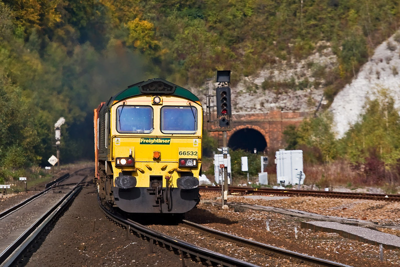 18th Oct 07:  66532 storms down hill away from the tunnel at Micheldever with 4O54 the 06.13 from Leeds