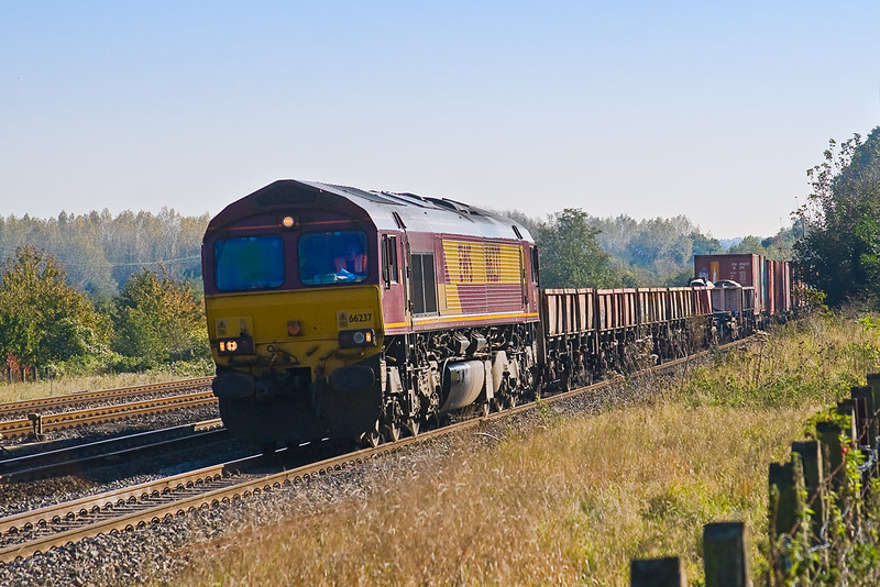 23rd Oct 07:  The Marchwood to Didcot MOD working in the hands of 66237 at Lower Basildon
