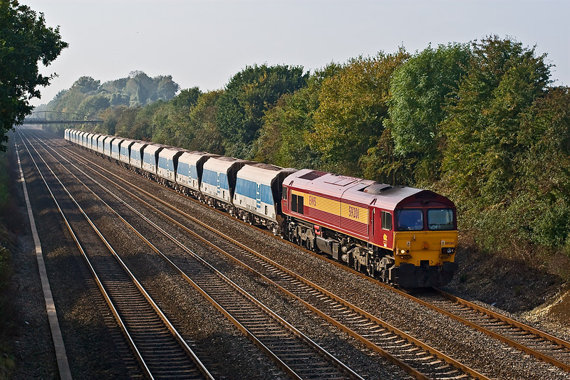11th Oct 07:  As the Autumn colours start to show 59102 brings 7A17 Merehead to Acton through Shottesbrooke