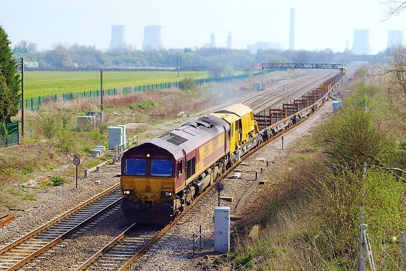 7th Apr 07:  66089 gains the main line with the diverted Hinksey to Eastleigh Engineers working
