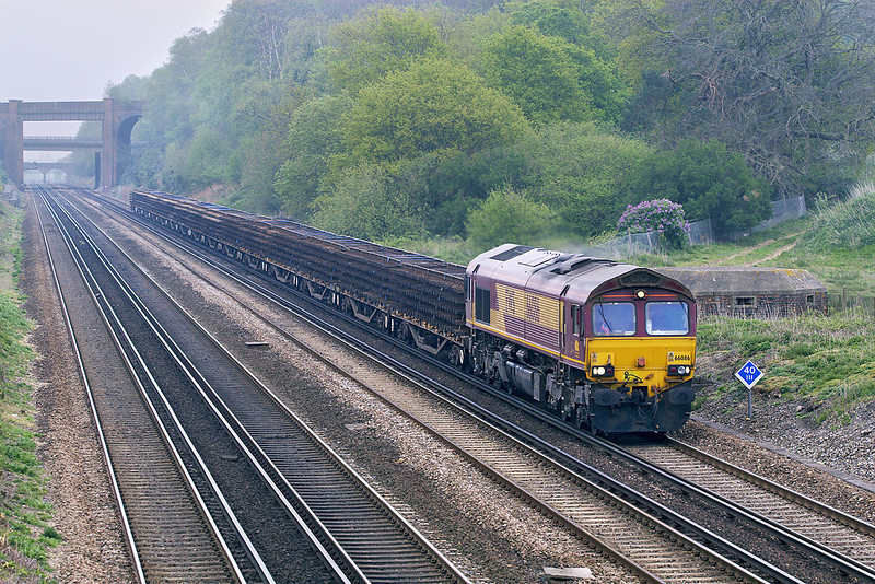 23rd Apr 07: 66086 brings old track pannels that were recovered during weekend engineering work on the North Kent Coast from Hoo Junction.  The service is 6Y42 to Eastleigh