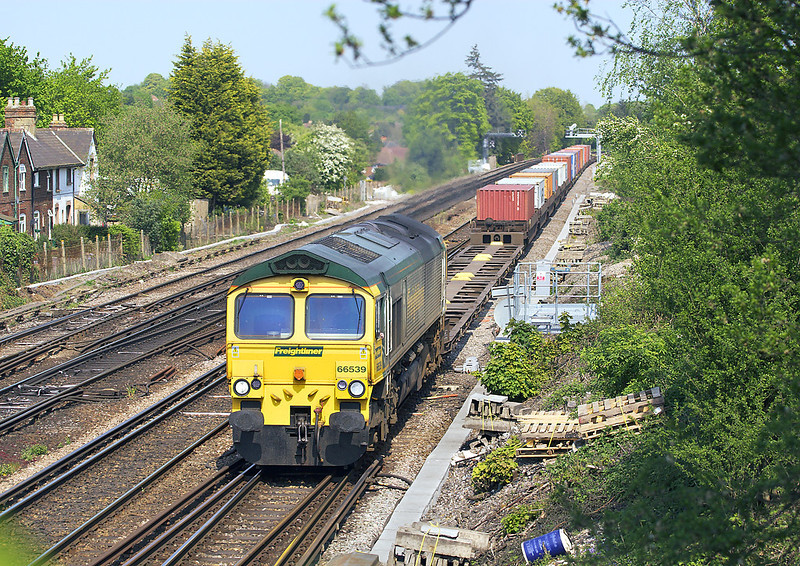 30th Apr 07: 06.51 from Ditton in the hands of 66539