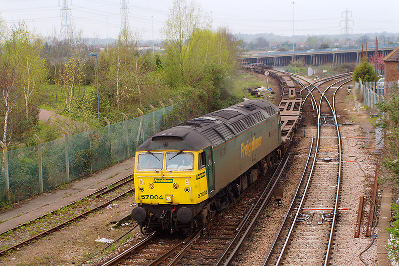 10th Apr 07:  57004 brings a rake of Container flats into the Maritime sidings