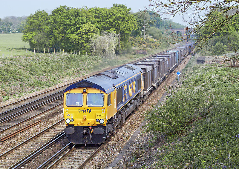 27th Apr 07:  This time in the sun 66717 plys 4Y19 from Mountfield to Southampton