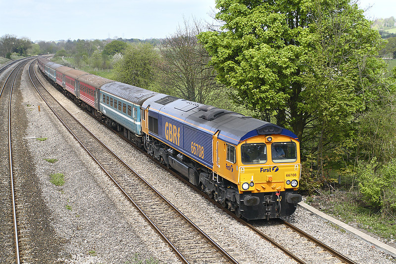 18th Apr 07: 66708 is taking redundant Mk 2 coaches from storage at Kineton to Eastleigh.  They will be exported to New Zealand