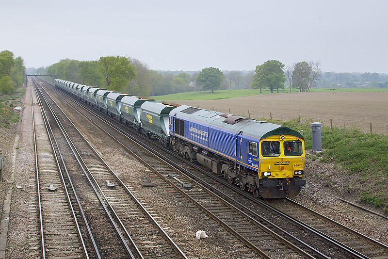 23rd Apr 07:  Freightliner's 66623 in Bardon Aggregates livery works 6M42 sand hoppers from Wool to Neasden