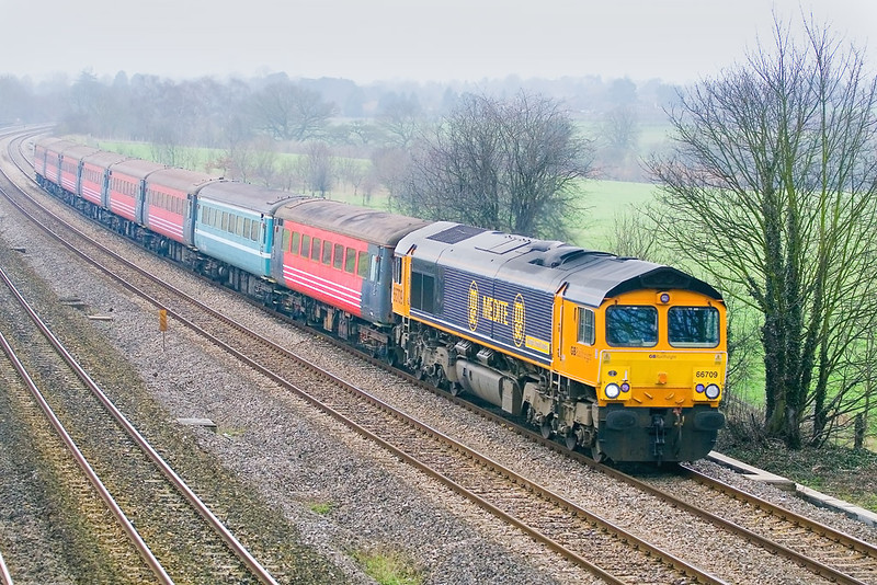 20th Feb 07:  66709, with Driver Steve Read in the chair, heads the 5Z88 stock move from Kineton to Eastleigh.  The coaches  will be exported for further use elsewhere