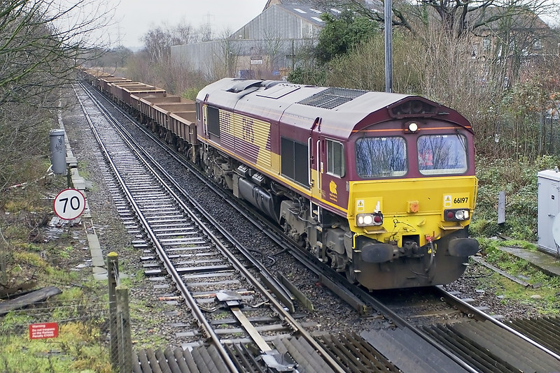 14th Feb 07: 66197 not fitted with mirrors in charge of 6Y41 the Eastleigh to Hoo Junction engineers