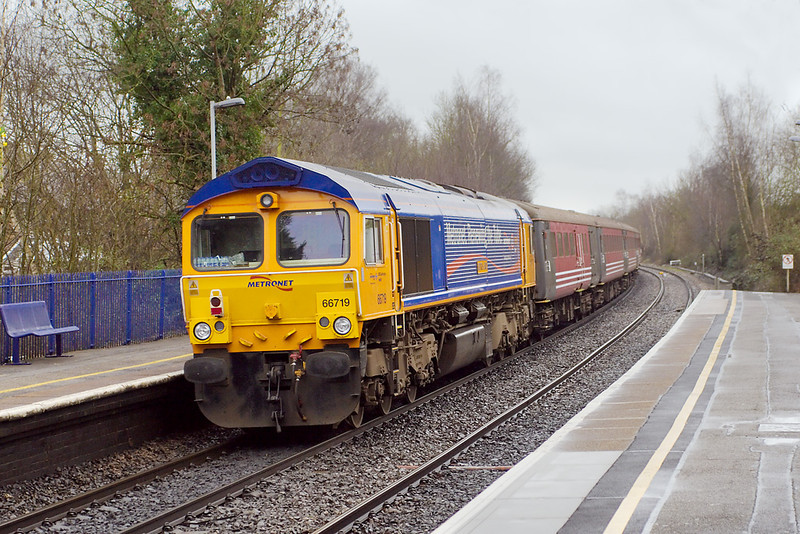 7th Feb 07:  In Metronet Livery GBRf 66719 tails the 5Z88 ECS move to Eastleigh