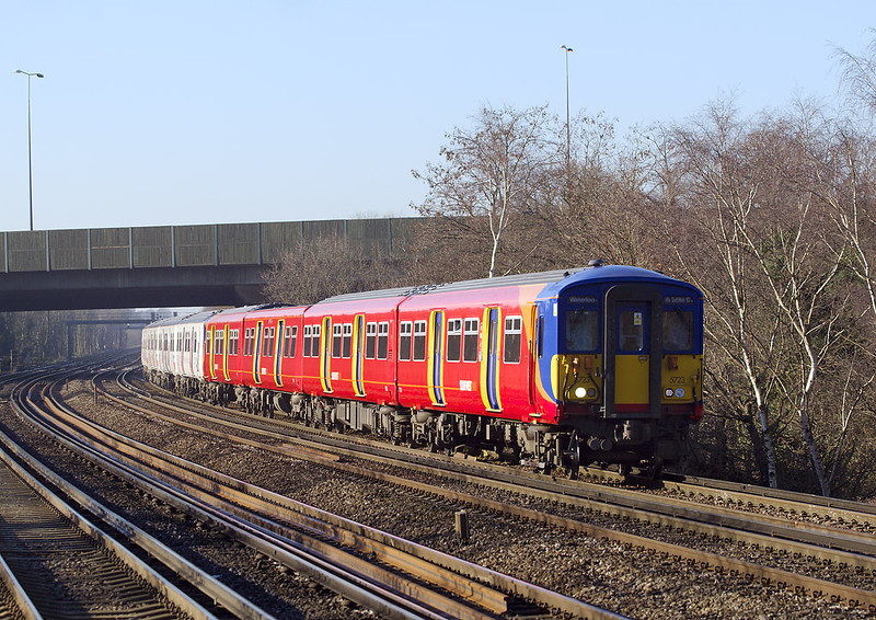3rd Feb 07: 455723 enters Byfeet and New Haw with a Woking to Waterloo stopper