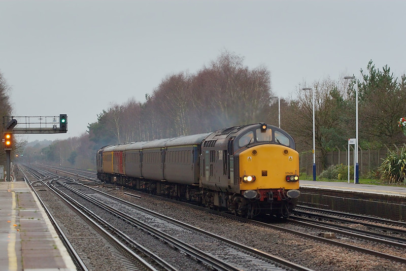 3rd Jan 07: 37609/605 hammer through Brookwood with a Serco test train. The picture was taken at 1/320 @ f4 - ISO 1000.
