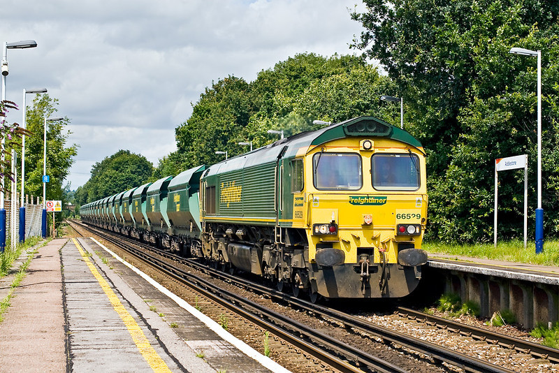 "14th Jul: Freightliner Heavy Haul's 66529 is tasked with 6Z42 the ""As required"" Saturday only running of sand empties to Wool from Angerstein Wharf in South East London.  Captured here passing through Addlestone."