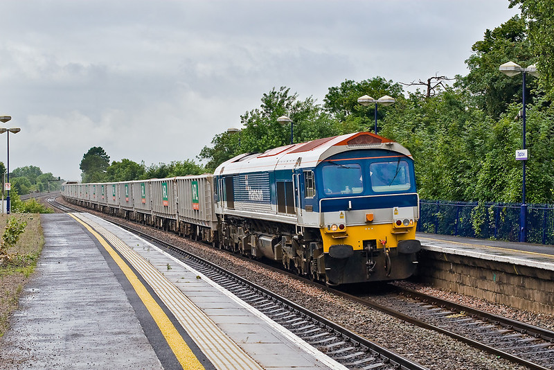 2nd Jul 07: The rain still falls as 59103 wheels 7A17 Jumbo stone through Taplow