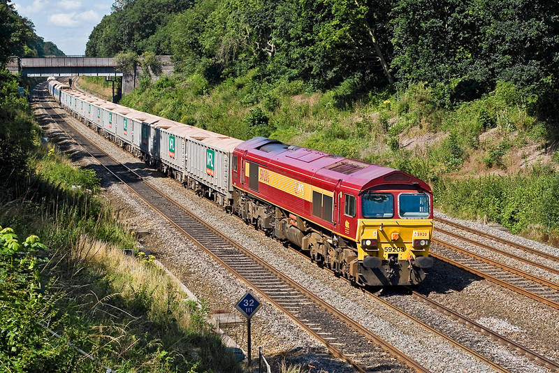31st Jul 07:  59203 makes a fine sight as it powers up the main with 7A07 from Merehead to Acton Jumbo stone working.  It will probably cross to the Relief line at Twyford West Jct a couple of miles further on.
