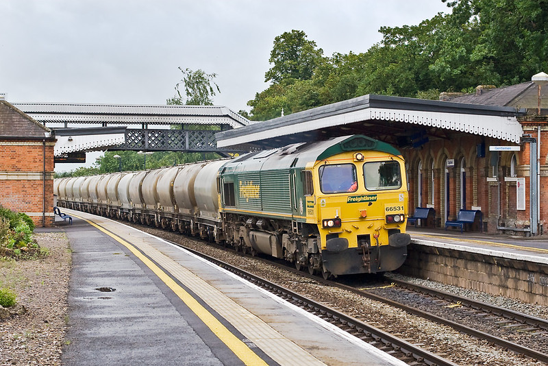 2nd Jul 07:   The returning empty cement tanks to Earles on the Hope Valley line are in the hands of 66531 again