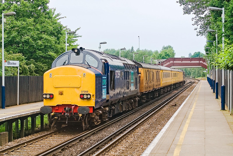 """11th Jun 07:  37259 at Martins Heron on the return. It was by now suffering from serious wheel flats.  It was """"failed"""" overnight and sent back to Derby"""