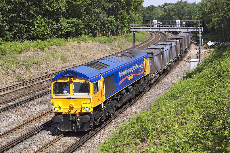 5th Jun 07:  Beautifully turned out is 66720 on the Mountfield. Pirbright
