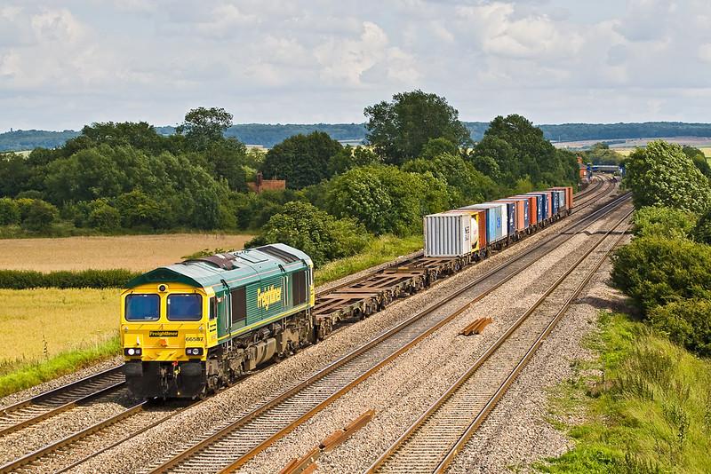 28th Jun 07: 66587 on 4S69 Southampton to Coatbridge