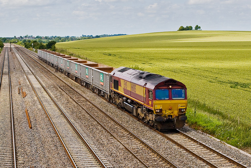 28th Jun 07:  66085 brings empty boxes along the Up Relief passed Cholsey Manor Farm