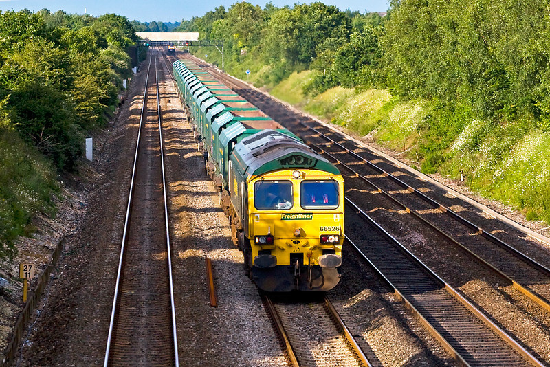26th Jun 07:  Casting long shaddows 66526 saunters bye Shottesbrooke Farm on 6V60 Angerstein to Pengam empty stone hoppers