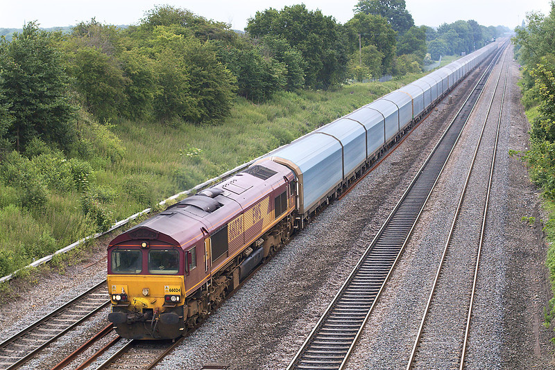 7th Jun 07:  Illustrating how long the Purfleet to Cowley car carrier is 66024 brings 4V49 through Ruscombe