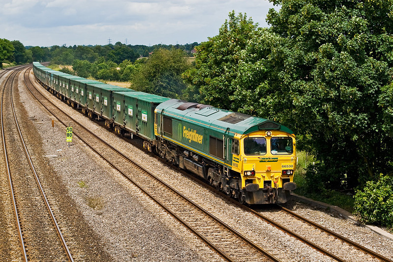 28th Jun 07: 66530 taking the Calvert to Bath and Bristol Bin Liner to Reading where it will reverse to run back west