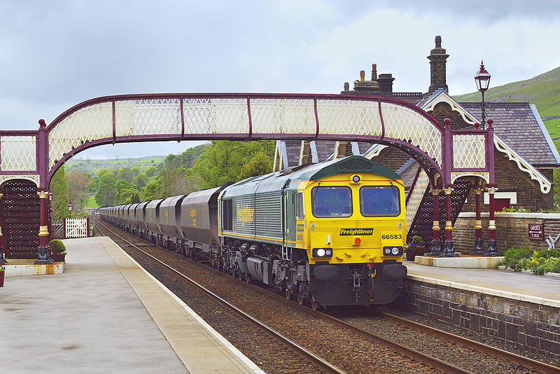 7th May 07:  Almost new 66583 rattles south through Settle