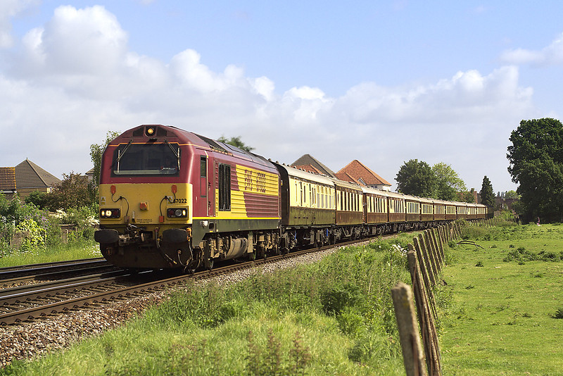 19th May 07: 67022 single handedly heads the VSOE on a run to Worcester
