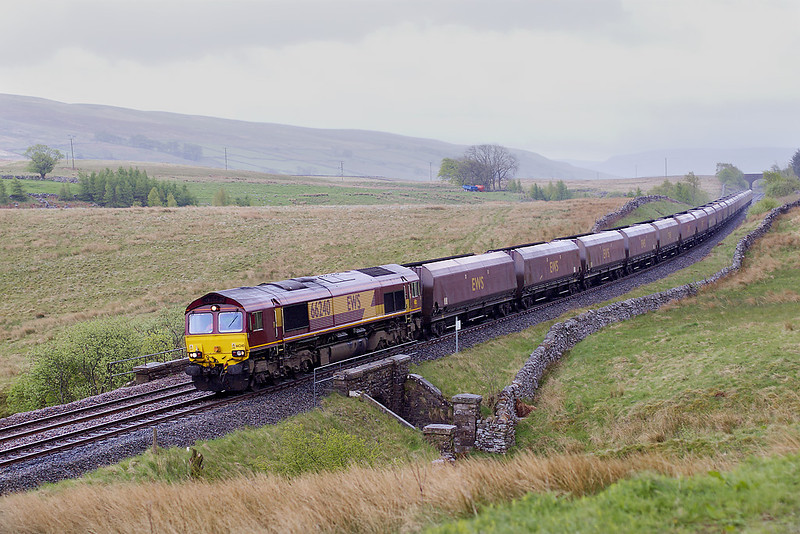 7th May 07: In driving rain 66240 starts the long descent from Ais Gill with 6S69 Milford Sidings to New Cumnock coal empties