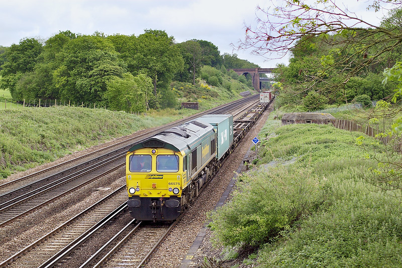 14th May 07:  66575 hauls the lightly loaded 4O35 Crewe to Southampton