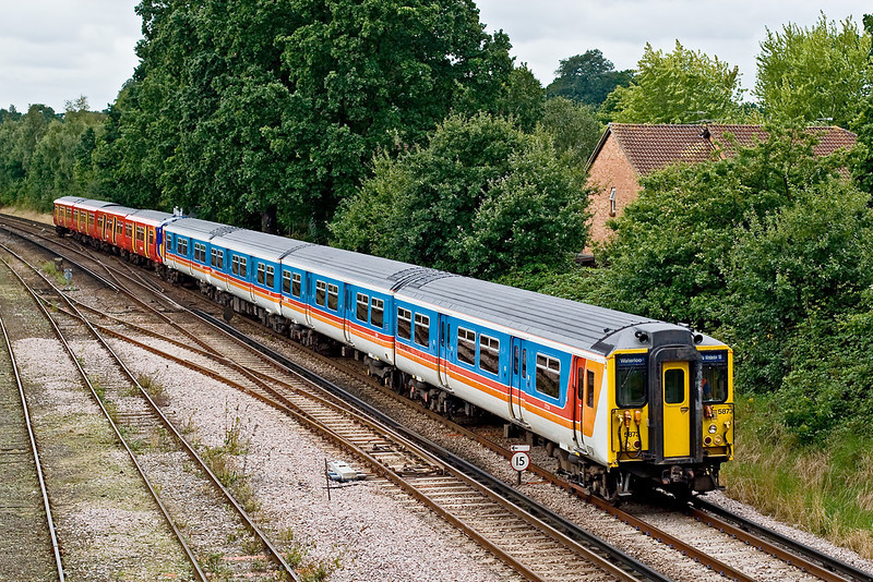 30th Aug 07:  455873 and 455729 form a Guildford to Waterloo via Surbiton service. Seen here approaching Woking
