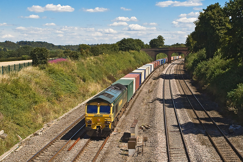 8th Aug 07:  66533 leads the Southampton to Trafford Park
