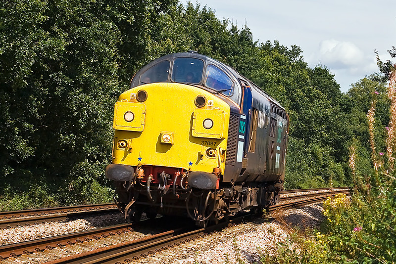 28th Aug 07:  The DRS routelearner from Crewe to Southampton passes.  The reporting number for 37087 was 0Z30