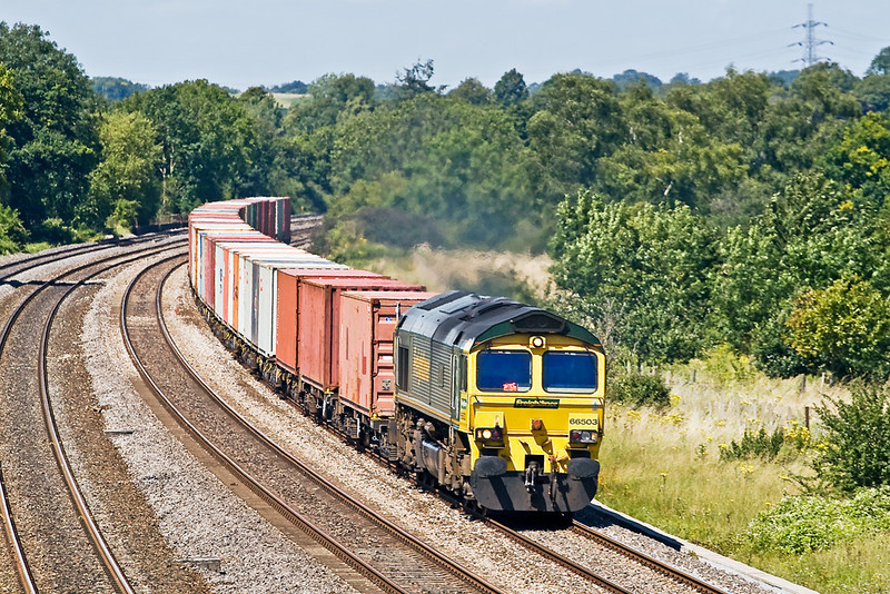 3rd Aug 07:  66503 has just crossed the Thames as it approaches the bridge at Lower Basildon with 4O35 the 06.15 from Leeds to Southampton