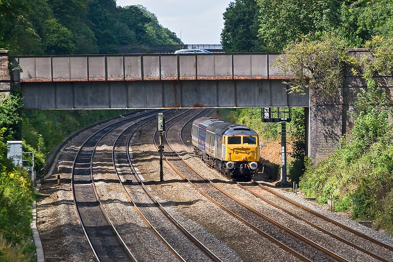 7Aug 07:  Captured in the only patch of sun available 47810 with 5Z35 from Laira to Ilford