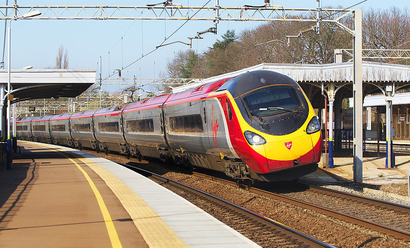 """15th Mar 07: 390013 races to Euston. Berkhamsted is one of only three places on the WCML that the full """"Tilt"""" facility is used at 125 mph."""