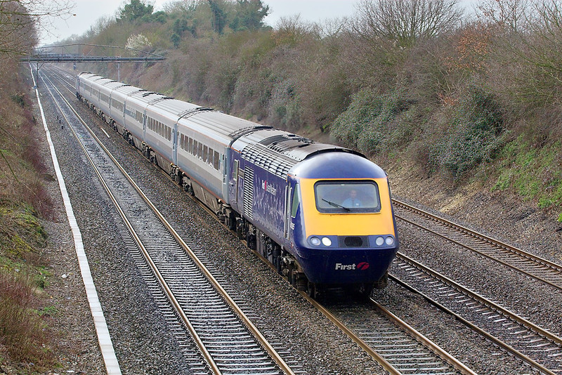 5th Mar 07:  A rare sight on the  GWML are Midland main Line coaches seen here on the 1L60 12.55 Cardiff to Paddington
