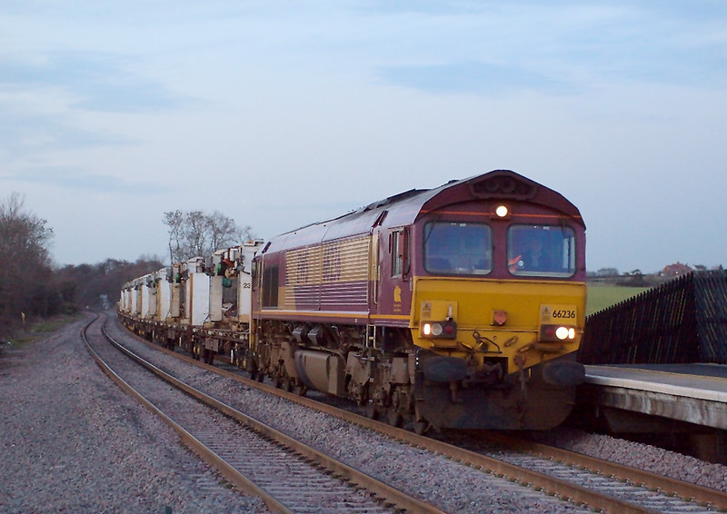 6th Mar 07:  With the sun now set 66236 returnes south to Bescot on 6G45 from Toton