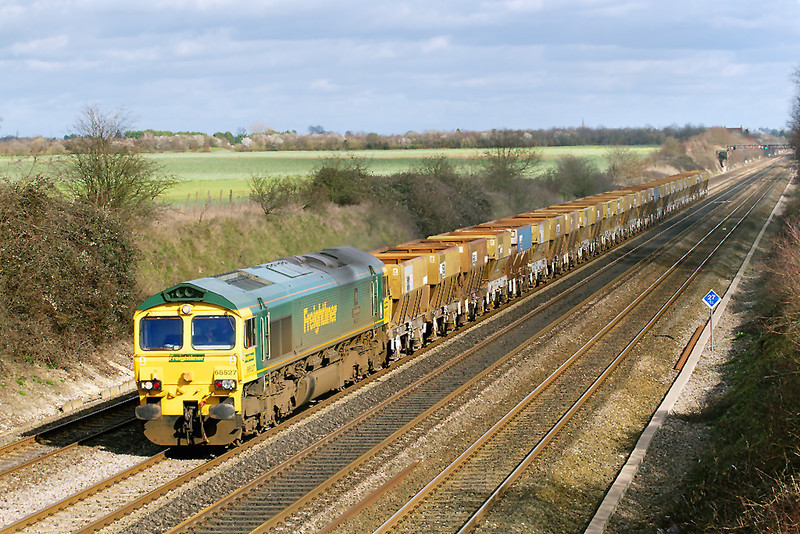 1st Mar 07:  66527 hauls 6Z49 the now redundant Neasden to Wool sand hoppers from Willesden to Long Marsden for storage