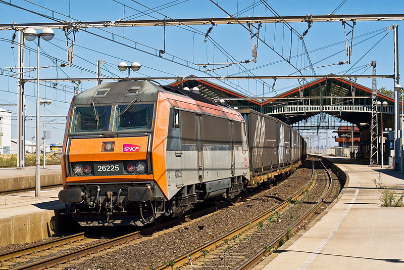 4th Sep:  426225 passes through Sete with a Transfese service to Spain