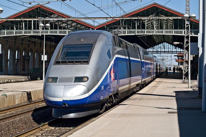 4th Sep: TGV 29031 (216) pauses with a Paris Perpignon working