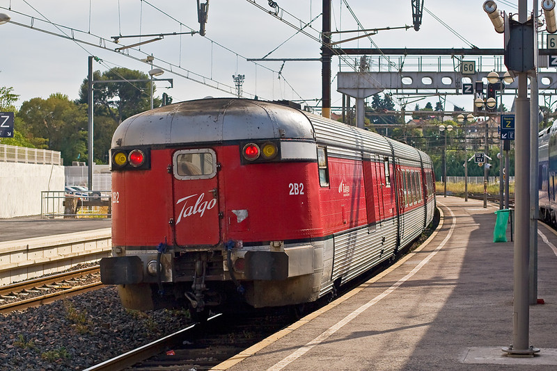 2nd Sep: A Spanish Talgo set  leaves Montpellier. It was hauled by SNCF 407295. I saw it again 2 days later as it passes through Sete, unfortunately I had chosen that moment to go and get a coffee from the station buffet.