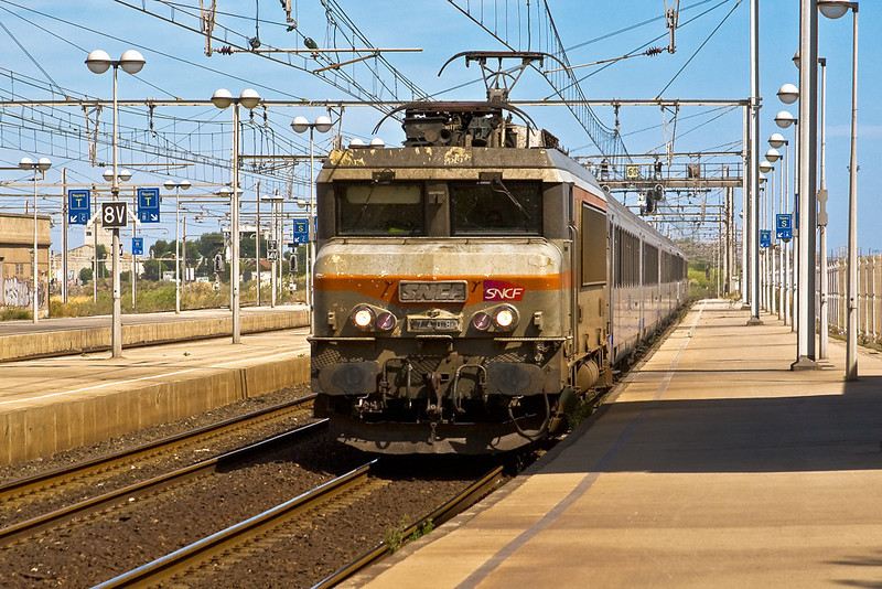 3rd Sep:  407408 enters Sete with an afternoon semi fast