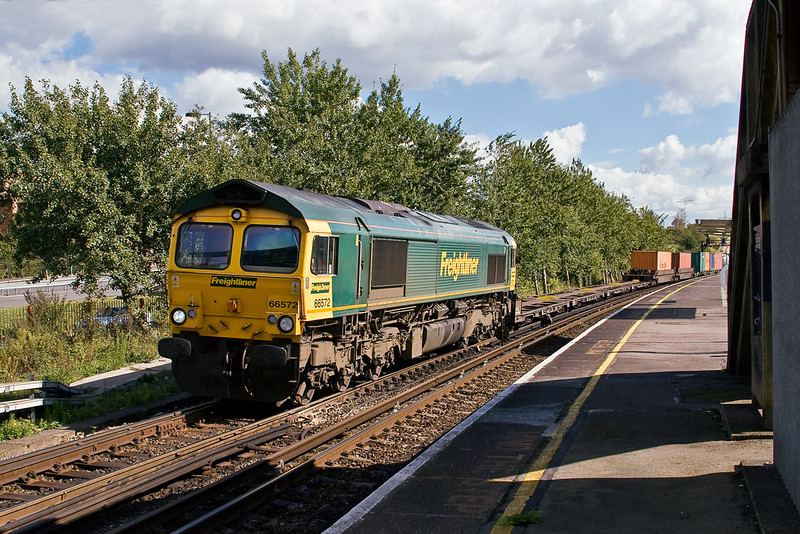 26th Sep 07:  66572 crawls through Millbrook station with a very well loaded 4O51 from Wentloog (Cardiff)