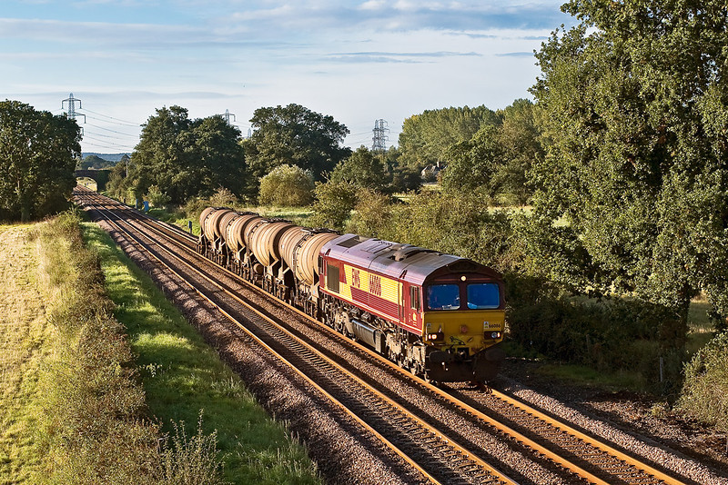 26th Sep 07:  Marvelous early morning light for 66083 taking the empties to Quidhampton. Captured here at Lee