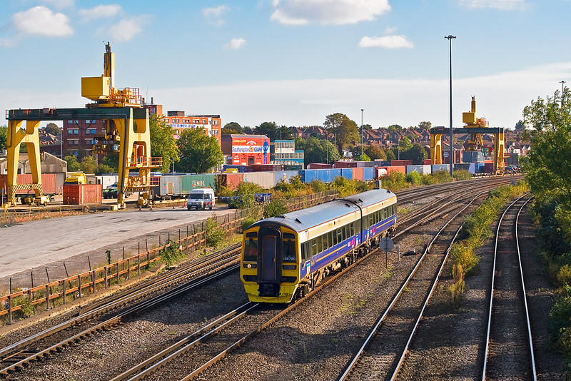 26th Sep 07:  158750 runs past the container cranes in Millbrook terminal