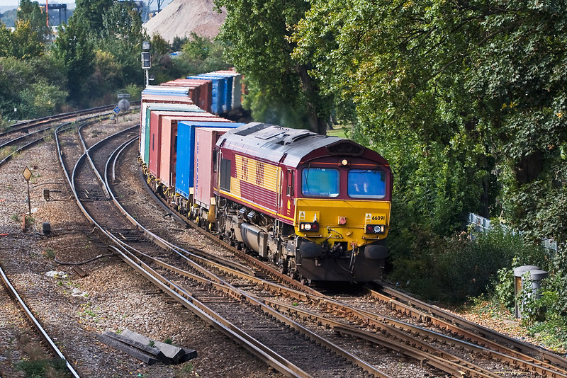 26th Sep 07: 66091 with a very well loaded 6V38 MOD stores train from Marchwood to Didcot