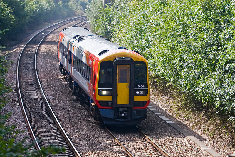 12th Sep 07:  158881 makes for Reading with a Brighton to Reading working